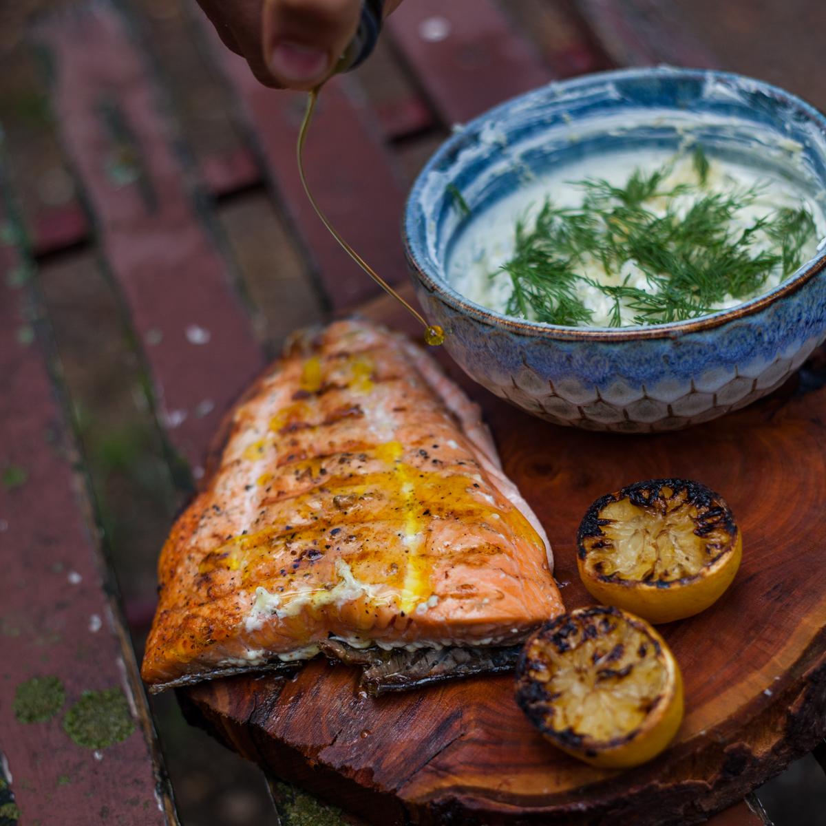 Grilovaný losos skoprovo křenovým crème frâiche