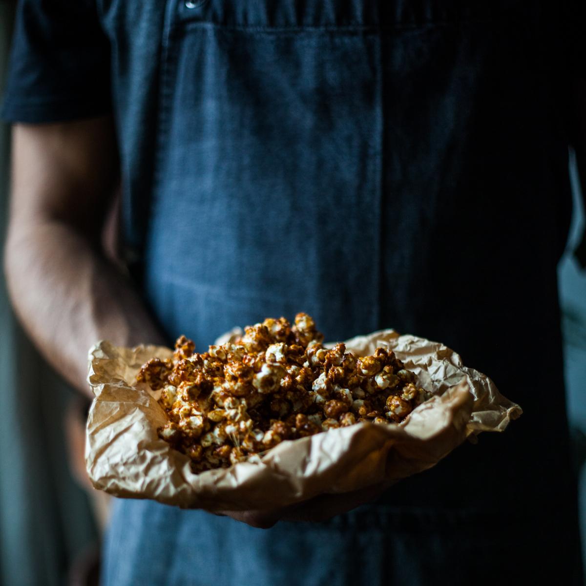 Popcorn seslaným karamelem achilli