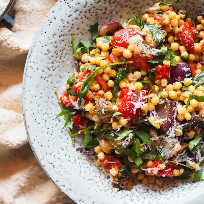 Salát zgrilované zeleniny starhoňou
